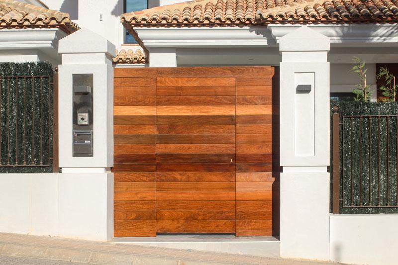 P048_Villa_Ruso_puertas_y verja-IMG_1545_retocada_web