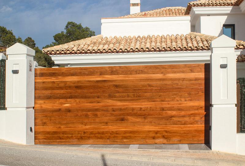 P048_Villa_Ruso_puertas_y verja-IMG_1548_retocada_web